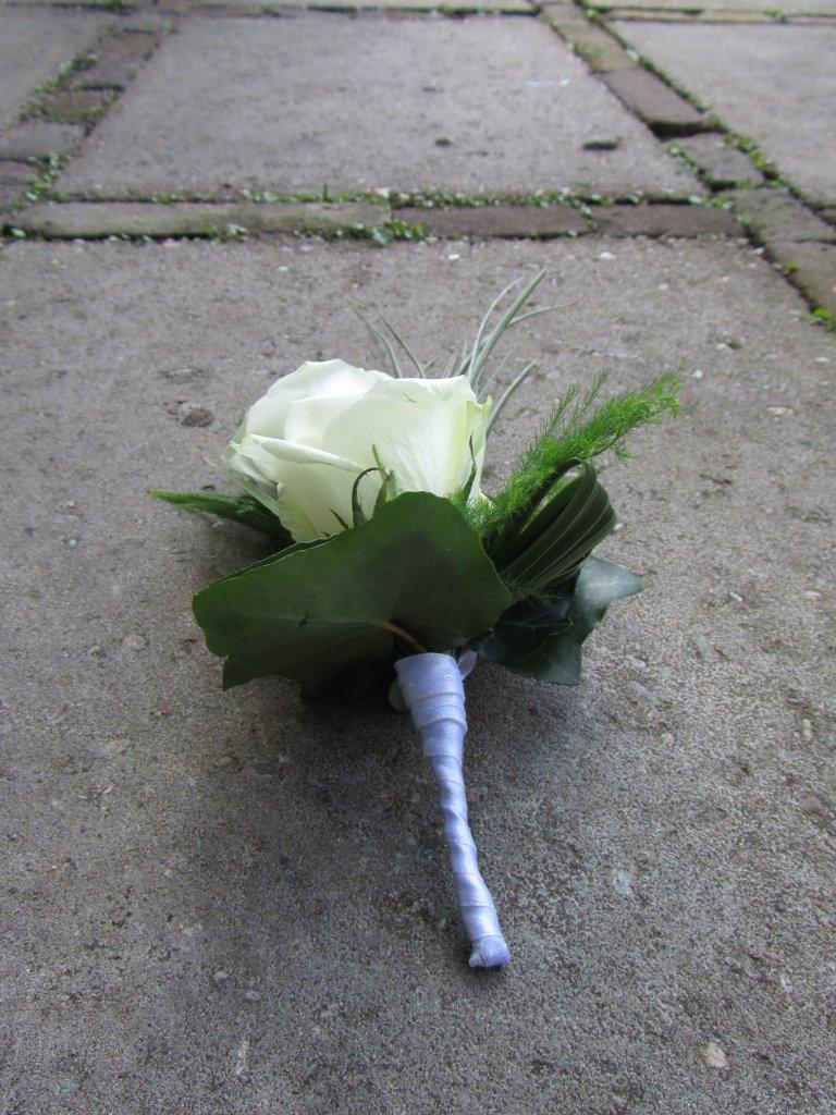 VO-014 | Damescorsage - op draad   Multiflora