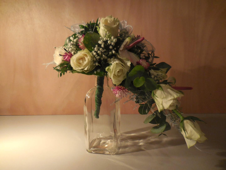 VO-029 | Druppel Bruidsboeket - op draad   Multiflora