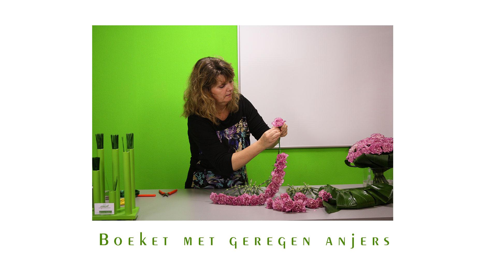 IB-053 | Handgebonden boeket - met geregen anjers   Nicolle Boerma