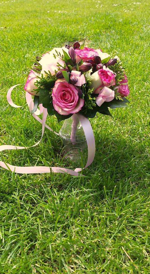 VO-020 | Biedermeier Bruidsboeket op draad - met lint