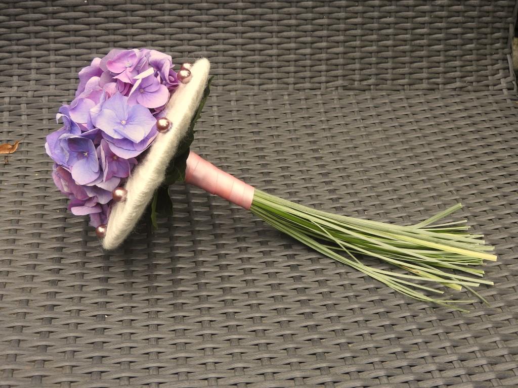 IB-011 | Biedermeier Bruidsboeket op draad - met lintring   Toppie