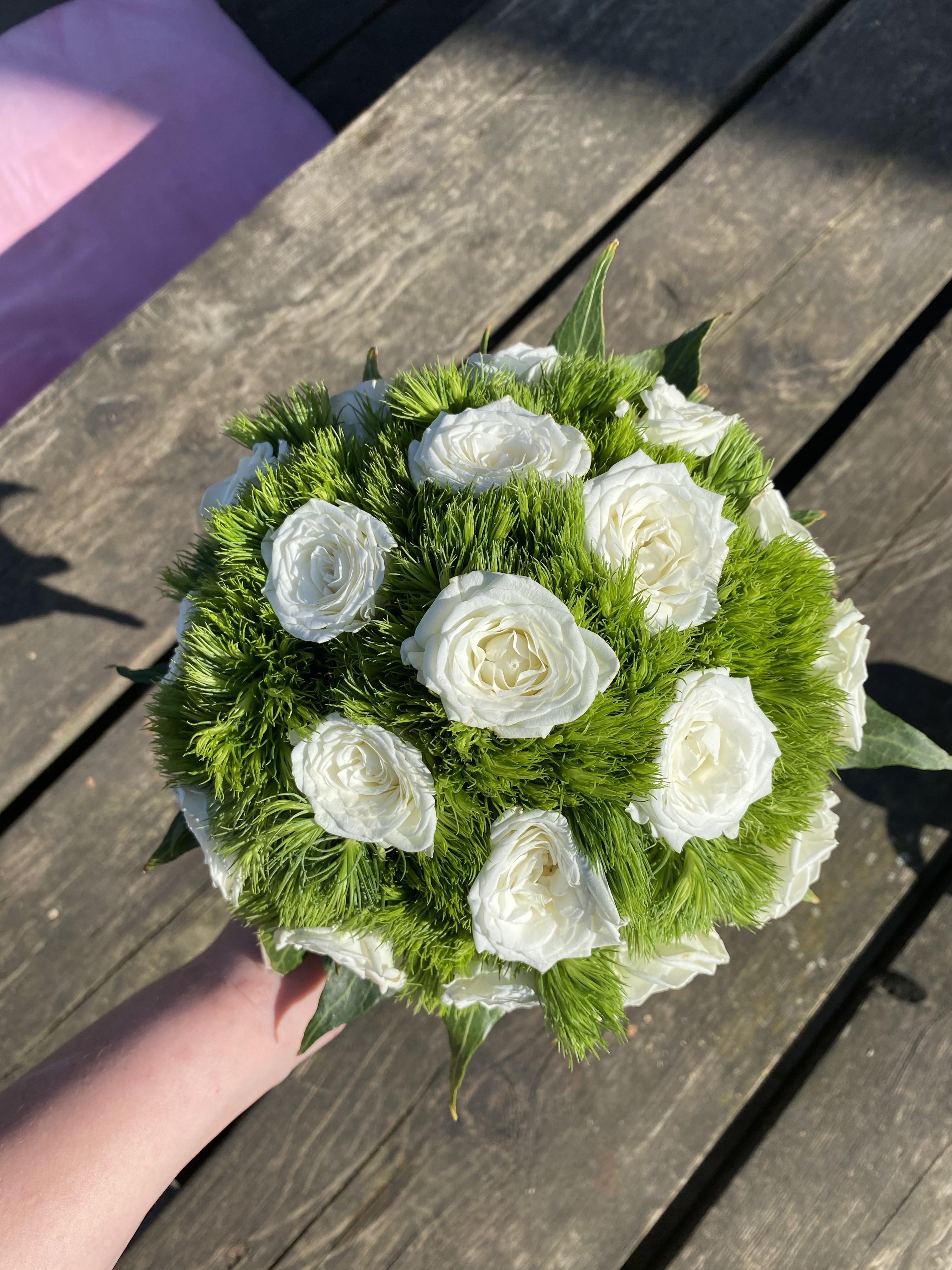 VO-011 | Biedermeier bruidsboeket - op draad   FleurH